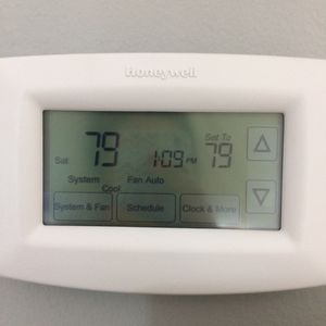 Honeywell Programmable Thermostat for Sale in Los Angeles, CA