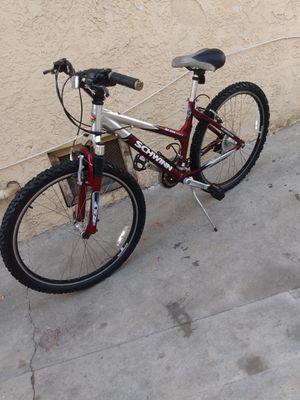 Schwinn mauntain bike for Sale in Los Angeles, CA