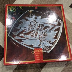 """Gotham Holiday Traditions Christmas Cardinals 13"""" Square Platter - Crystal for Sale in Kent, WA"""