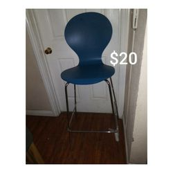 Chair $10 for Sale in Paramount,  CA