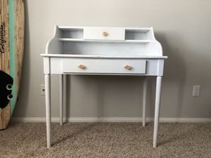 White crafting desk for Sale in Encinitas, CA
