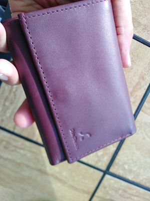 Ladies wallet made of 100% cow genuine leather by skin classics. for Sale in Davie, FL