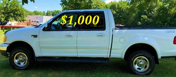 🟢💲1,OOO I'm selling URGENTLY this Beautiful💚2OO2 Ford F15O nice Family truck XLT Everything is working great! Runs great and fun to drive💪🟢 for Sale in Secaucus,  NJ