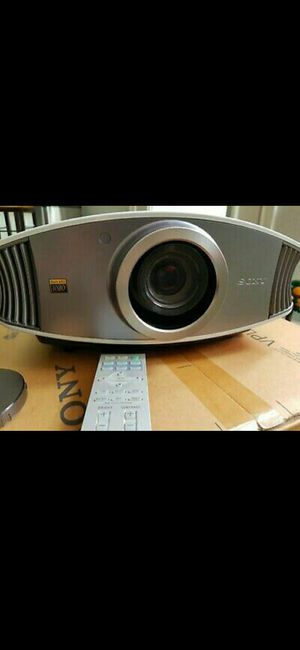 Sony projector Vpl-vw50 refurbished with new lamp. for Sale in Tempe, AZ