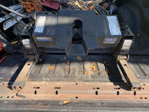 Reese 15,000 pound Fifth wheel truck bed trailer hitch for Sale in Raleigh, NC