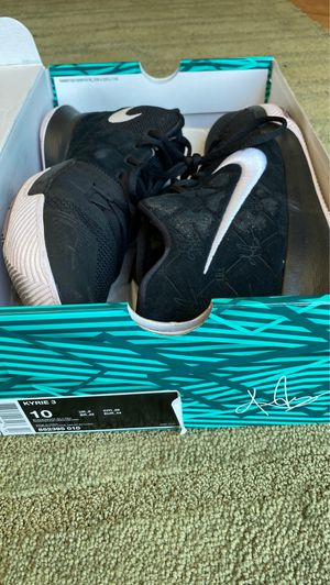 Kyrie Irving 3 men's basketball shoes size 10 for Sale in Phoenix, AZ