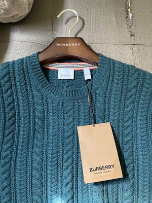 Burberry Cashmere Pine Green Mens Large Sweater for Sale in Olympia, WA
