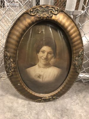 Antique Round Frame with Bubble glass for Sale in Seattle, WA
