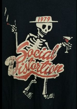 PICK UP TODAY $50 SPORT THIS TO THE UPCOMING CONCERT SOCIAL DISTORTION LARGE VINTAGE SHIRT $100 FIRM for Sale in Pico Rivera, CA