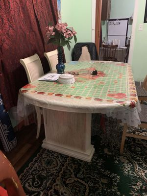 Dining table for Sale in Detroit, MI