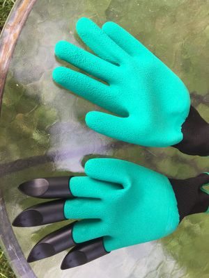 Garden gloves with claws. Garden angel for Sale in Lexington, KY