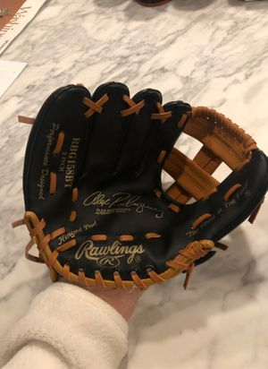 Rawlings Glove youth 9 inch for left handed for Sale in Bellevue, WA