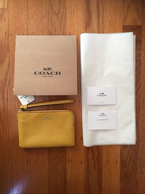 New with tag Coach Wristlet Wallet for Sale in San Francisco, CA