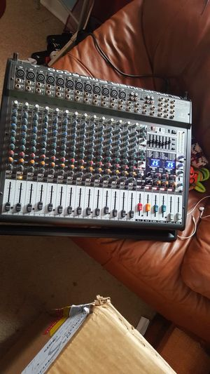 Mixer powered and 2 speakers for Sale in Arlington, VA