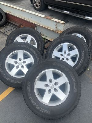 Jeep Rims and tires ( set of 5 ) for Sale in Hialeah, FL