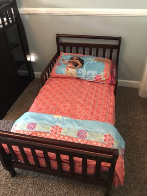 Toddler bed, mattress & Moana bedding for Sale in Norco, CA
