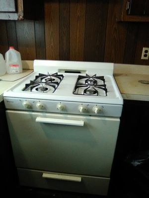 Gas oven range for Sale in Eau Claire, WI