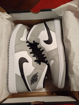 Jordan 1 Retro Mid Light Smoke Grey - Sizes: 9.5, 10 for Sale in Pleasanton, CA