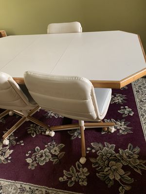 Nice table with 6 chairs for Sale in Dublin, OH