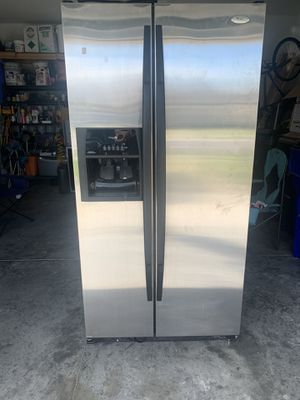 Whirlpool refrigerator for Sale in St. Cloud, FL