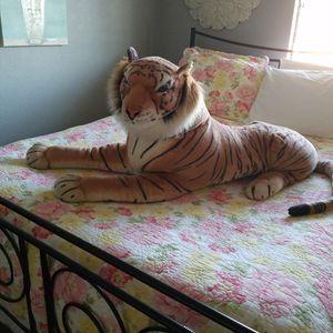 Giant Stuffed Tiger for Sale in Algona, WA