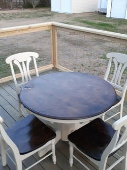 Kitchen Table And Chairs for Sale in Angier,  NC