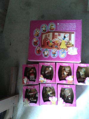 Figurines ( DISNEY SNOW WHITE AND THE SEVEN Dwarfs) for Sale in Winter Haven, FL