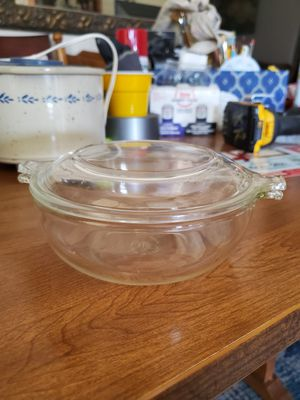 Pyrex 16 oz dish with lid for Sale in Riverside, CA