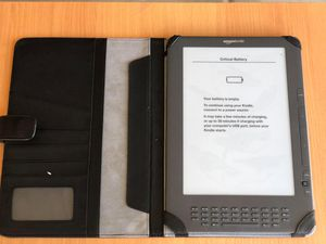 """9.7"""" Kindle DX 3G - just needs to be charged, comes with Kindle DX cover for Sale in Elk Grove, CA"""