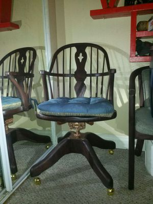 Antique desk chair for Sale in Hawthorne, CA