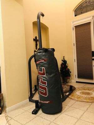 New punching bag 150lbs with stand for Sale in Corona, CA