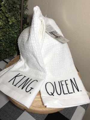Rae Dunn KING & QUEEN Kitchen Towels for Sale in San Bernardino, CA