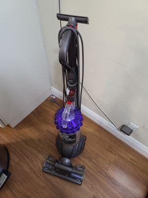 Dyson ball vacuum. for Sale in Miami Gardens, FL