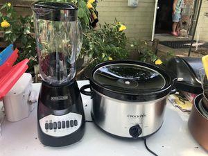 Blender and crock pot for Sale in Nashville, TN