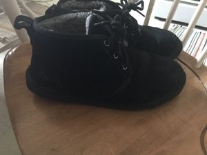 Size 9 uggs for Sale in Cleveland, OH