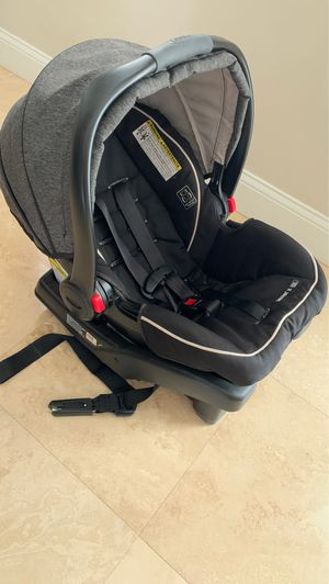 Graco car seat with vase and stroller available for Sale in Miami, FL