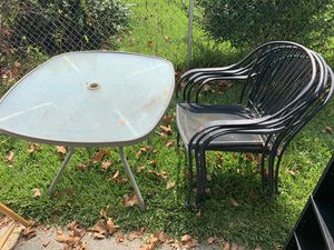 Patio table and chairs for Sale in Portsmouth, VA
