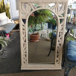 "Beautiful Wall Mirror, Good Condition, May Be Painted! 27""× 48"". for Sale in Hawaiian Gardens,  CA"