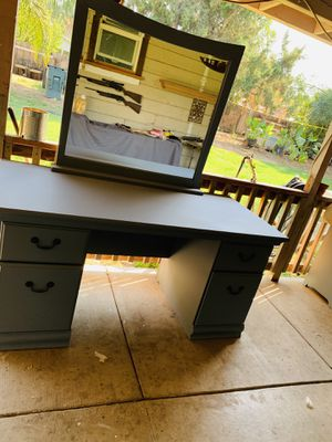Vanity desk for Sale in Merced, CA