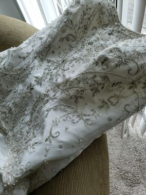 Wedding Dress for Sale in New Baltimore, MI
