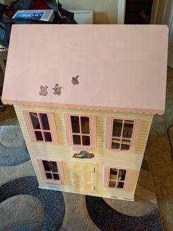 Beautiful Doll House. for Sale in Auburn,  WA
