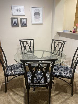 Dining room/kitchen table & chairs for Sale in San Clemente, CA