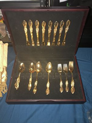 Gently used beautiful gold silverware set/ Storage $50 Firm for Sale in Laveen Village, AZ