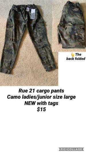 Rue 21 Ladies/junior large camo cargo pants NWT for Sale in Vermontville, MI