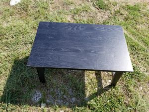 Small coffee table for Sale in Chelsea, OK