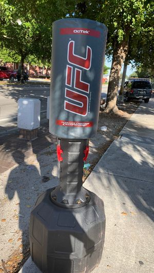 UFC standing Kicking/punching bag for Sale in Miami, FL