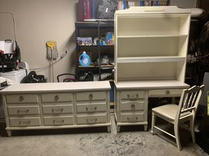 Dresser and vanity for Sale in Bakersfield, CA