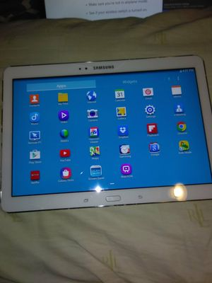 Samsung Galaxy Tab Pro SM-T520 16GB, Wi-Fi, 10.1in - White (cracked screen works fine) for Sale in Decatur, GA