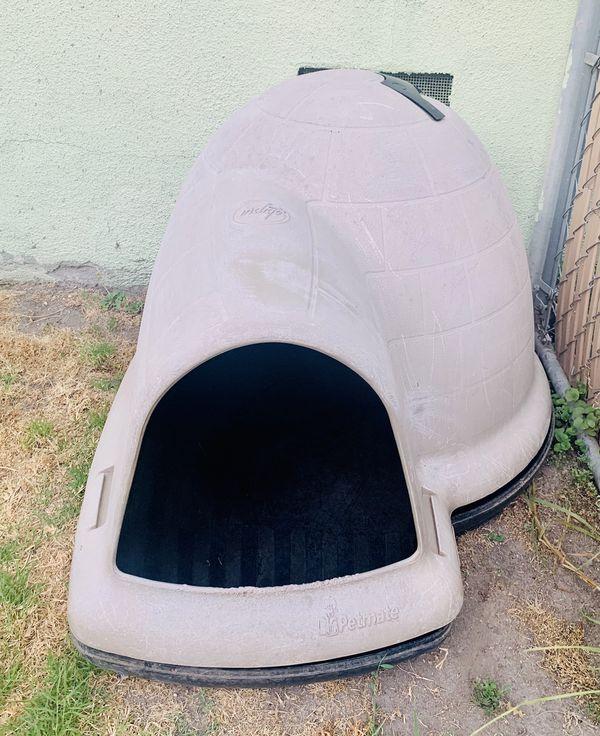 Dog igloo house all weather