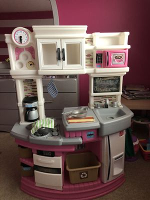 Play kitchen LIKE NEW for Sale in Zion, IL